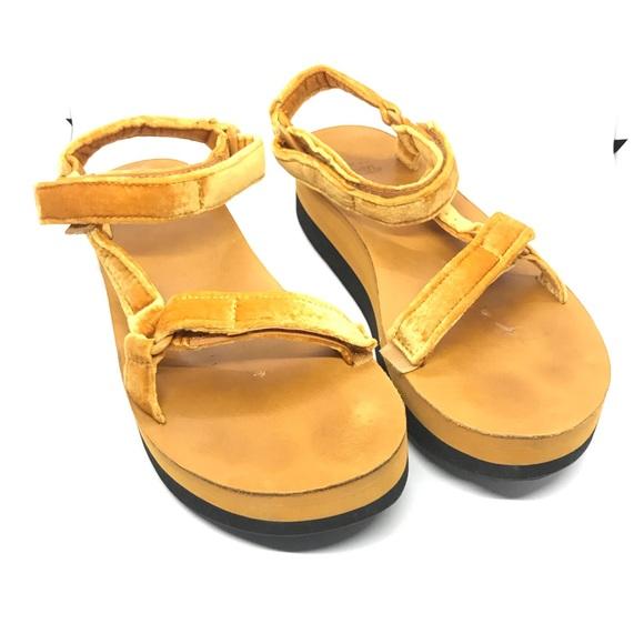b2cc61ee7e Teva Flatform Universal Velvet Platform Sandal. M_5c7ea58234a4ef32328c29a5